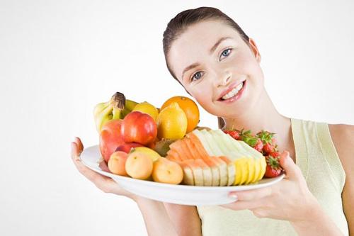 Ăn uống đủ chất để có dưỡng chất từ bên trong cho mái tóc