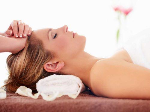 Thường xuyên massage tóc và da đầu