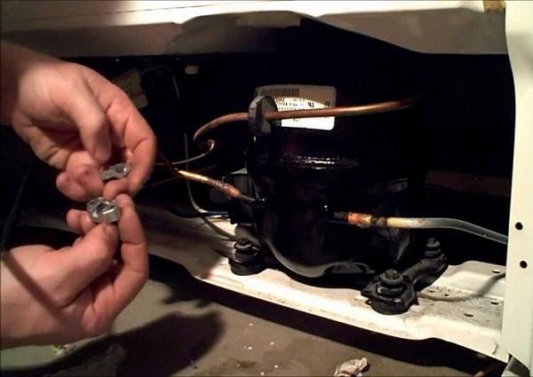 Máy nén tủ lạnh bị hỏng do nhiều nguyên nhân khác nhau.