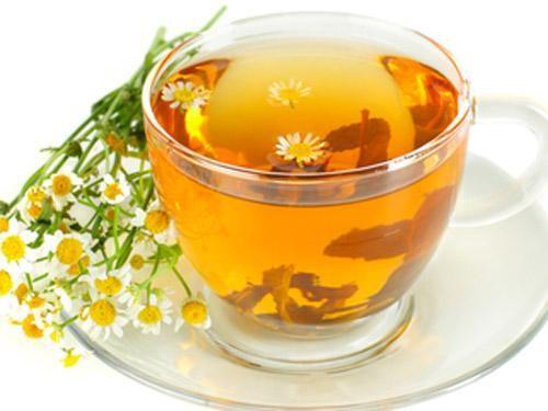 Trà hoa cúc giúp tiêu độc nhuận gan