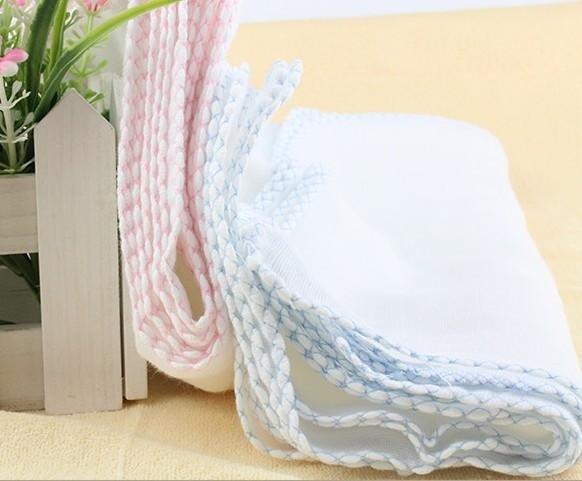 Các mẹ nên sắm đa dạng các loại khăn để phục vụ các mục đích sử dụng khác nhau.
