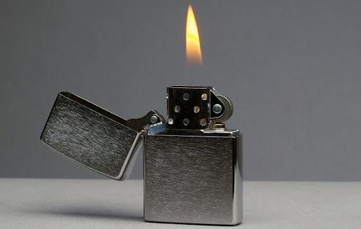 Mẫu bật lửa Zippo được nhiều người sử dụng hiện nay