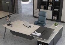 Bàn ghế làm việc phải thoải mái, vững chắc và gọn gàng